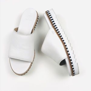 Tory Burch Sawtooth Slide Sandal in White 10
